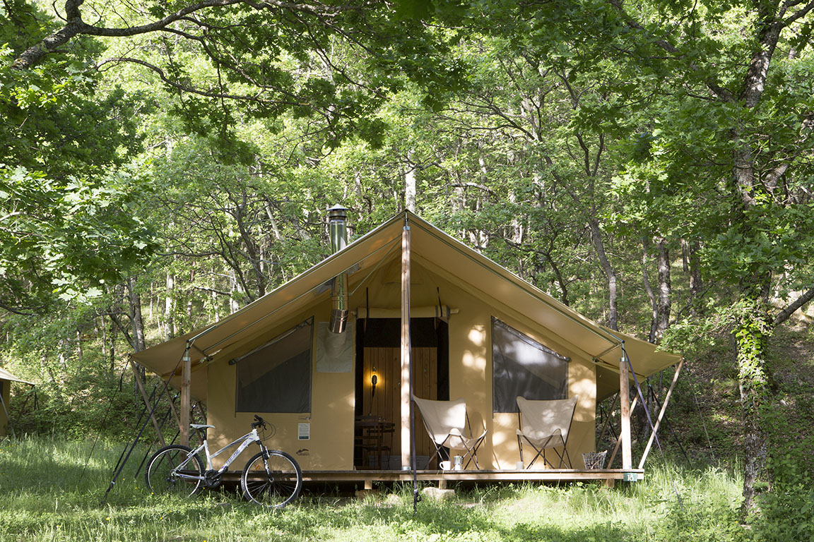Trappeur tent with wood stove